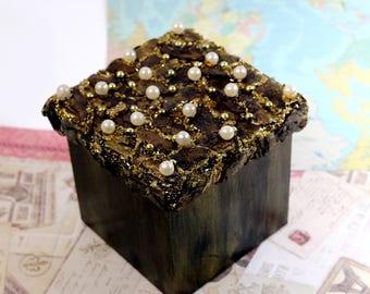 Wooden Square Tissue Box Holder Dispenser- Tissue Cover - Hand decorated- Gift idea- Home decoration- Decor