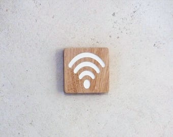Engraved wooden sign to locate a wifi hotspot access. Wifi pictogram door plate