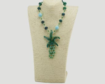 Necklace with central star in hard stones