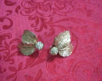 Vintage Multiple clear rhrinestone balls with 2 leaves. Clip on earrings. Gold tone