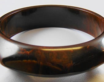 Interesting Thermoplastic Faceted Solid Bangle Bracelet Swirled Chocolate