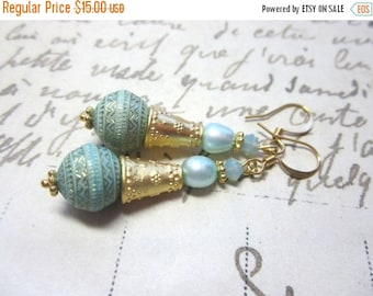 CIJ SALE Light Green and Gold Lucite Earrings.  Vintage Lucite Bead Earrings.