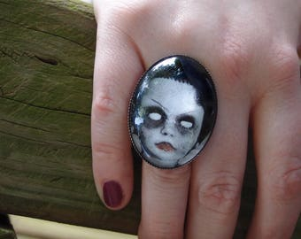 Torn Creepy Doll Oval Ring by Ugly Shyla - Ajustable Ring - Big Ring - Gothic Ring - Curio - Ugly Art Dolls - Doll Ring -  Doll Parts