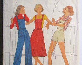 60% OFF SALE 1970s Vintage Sewing Pattern Simplicity 8081 Misses Overalls & Jumper Pattern Size 8 Bust 31 1/2