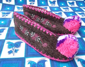 Kids Greek Slippers Size 32 / wool / leather  / pompom