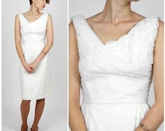 Elegant Vintage 50's/60's Sleeveless White Tank Wiggle Dress with Petal Embellished Bodice | Small