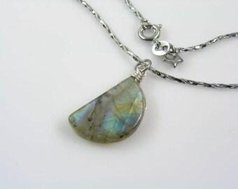 Labradorite Necklace, Labradorite Moon Necklace, Labradorite Jewelry, Labradorite Stone Necklace, Gemstone Moon Jewelry, N1301p