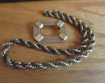 square frame with twist necklace