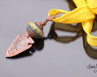 Old Yell - ceramic bead pendant, hammered copper, yellow ribbon - Gaelys plate
