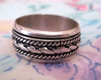RING - CLASSIC - SPINNING -  spinner - Single  - Detailed - Estate Sale  - 925 - Sterling Silver - Size 5 1/2 spinner261