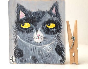 Painting on reclaimed wood of a fluffy kitten