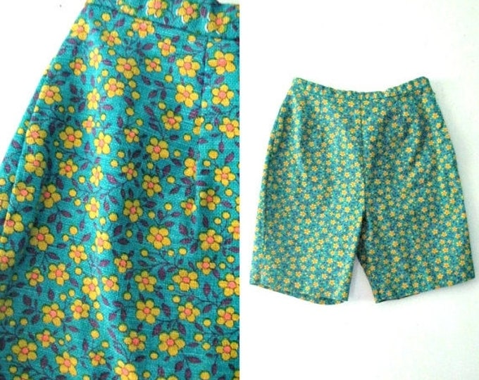 WINTER SALE Vintage 60s flowered shorts / Flower print Twiggy Mod Hippie shorts