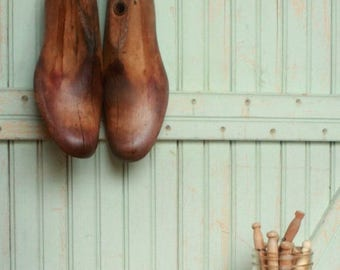 SALE Today Vintage Decor Mens Pair Rustic Vintage Wooden Shoe Last - Mad Men - Father's Dad's Photo Prop Display