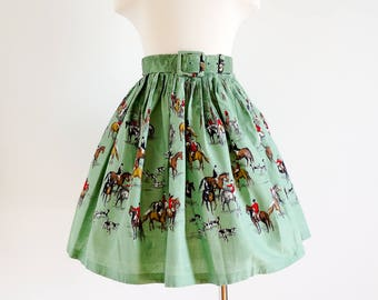 """Vintage 1950s Girls Size 5-6 Skirt / Pleated Green Cotton Skirt with Belt / w20-23"""" L16.5-18"""" / Hunting Horses and Dogs Print"""