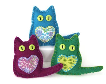Felt cat ornaments, Felt Christmas ornaments, Christmas cat ornaments, Handmade felt cats, Cat decorations, Colourful cat Ornaments.