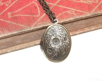 Antiqued Brass Floral Locket Necklace - Antiqued Silver Etched Oval Locket - Victorian - Large Locket