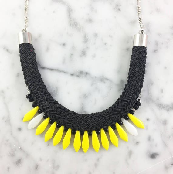 Ajustable necklace on metal chain, yellow, white glass beads and black seed bead on braided polyester cord, les perles rares