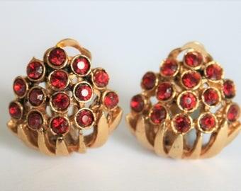 Vintage red earrings.  Red crystal earrings.  Clip on earrings.  Vintage jewellery