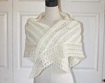 SALE 1960s LOVELY Ivory LACE Knit Shawl . Vintage 60s Victorian Style Creamy White Cape Wrap & Woven Silver Thread . Scalloped Edge . Size S