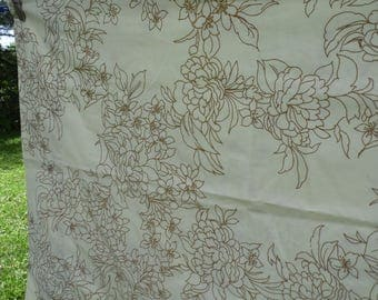 Martex vintage standard pillowcases set of 2 pale yellow with flowers and leaves outlined in brown 42x 36 pillowcases