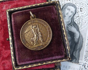 Antique French Angel Medallion,  offered by RusticGypsyCreations