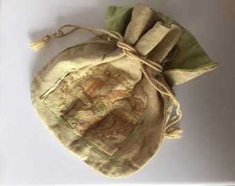 Sweet antique drawstring linen bag or reticule pouch with embroidered panel c.1900s