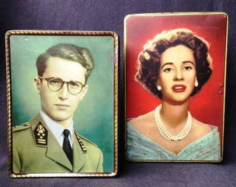 The King and The Queen on a box. Antique tin boxes with Their Majesties portraits. Souvenir from Belgium for a retro kitsch home decor.