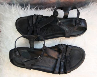Sz 9 Vintage 90's Genuine Leather Strappy Flat Sandals from Ecco