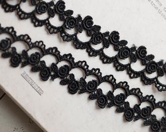 2.5cm black floral venise lace trim