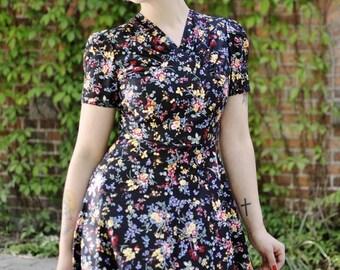 SUMMER SALE 40s floral dress in black cotton with flowers, size US 6 / summer dress / lindy hop dress / vintage style dress