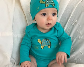 Turtle on Organic cotton Baby Bodysuit and hat set, Hand Painted Baby Romper and Hat Set with Turtle