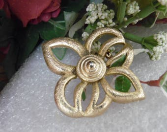 Gerry's Brooch Pin Gold Tone Leaf Design
