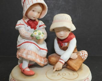 Holly Hobbie Love Shared 1981 Limited Edition Figurine Holly Hobbie & Robbie Figurine