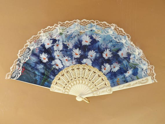 Cream Lace Daisy Floral Lightweight Plastic Traditional Hand Fan Budget Price Folding Fan from Spain