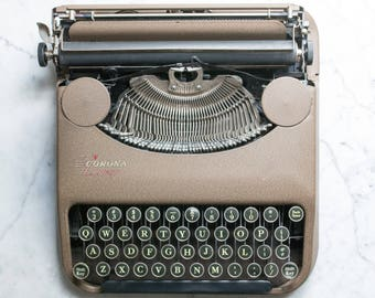 Corona Zephyr 1940 (carriage shift)  Manual and Portable Typewriter with Case