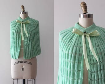 vintage 1950s green knit cape // 50s bed jacket