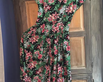 Hawaiian Made Flowered Dress With Retro Styling.  Size Small