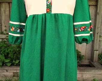 vintage 70s green empire dress b34 hippie boho flower trim union label made in usa Marsha Brady
