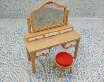 Tomy Smaller House Bedroom Vanity and Stool  Fits 3/4 to 1 inch scale hard  Plastic