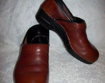 Vintage Ladies Brown Leather Slip Ons Clogs by Dansko Size 41 Only 10 USD