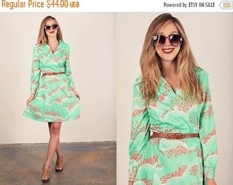 FLASH SALE 60s Shift Dress Vintage Green Mint Floral Print Psychedelic Dress