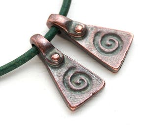 Antique Copper Spiral metal ornament charms, Pyramid, triangle charms, greek beads, Lead Free - 20mm - 2Pc - F589