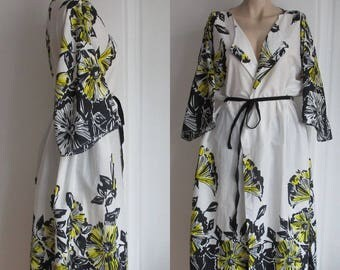White Robe Dress, Bridesmaid Robes, Black White and Yellow Bridal Robe, Kimono Robes, Long Robe, Maternity Robes,. Spa Robe, hospital gown.