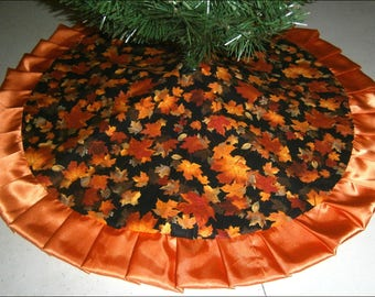 """Tapered / Pencil Fall / Autumn Tree Skirt - 32"""" - Fallen Leaves"""