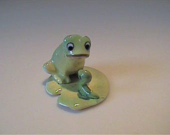 Vintage Josef Originals miniature frog on lily pad with worm