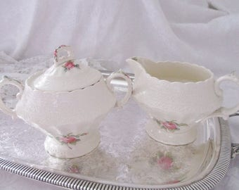 Vintage Spodes Jewel Copeland Spodes cream and covered sugar bowl in Billingsley Rose lacy pattern, excellent to mint condition
