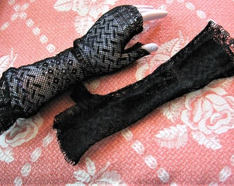 Victorian Lace Mitts Fingerless Black ? Silk Net Lace Ladies Gloves Fits Small & up to Size 7 Glove Size Lovely and in Pristine Condition