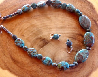 18 Inch Southwestern Turquoise and Brown Calsilica Necklace with Earrings
