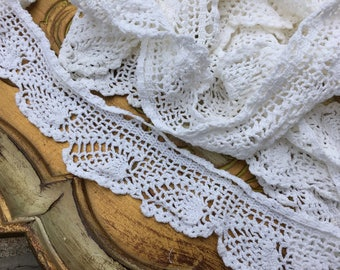 Vintage hand made crocheted LACE TRIM - vintage edging