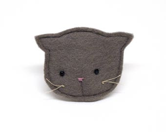 brown cat brooch